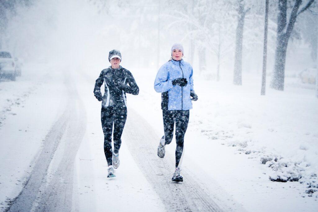 Кросівки і одяг для бігу взимку
